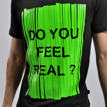 REMERA FEEL REAL BLACK